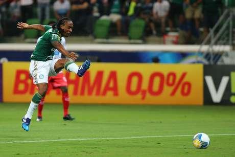 Palmeiras deslancha no segundo tempo e vence quarta seguida