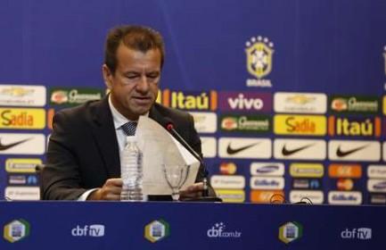 Dunga apresenta primeira lista do ano da seleção e tira ex-ídolos do Cruzeiro