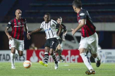 Timão derrota San Lorenzo e lidera grupo na Libertadores