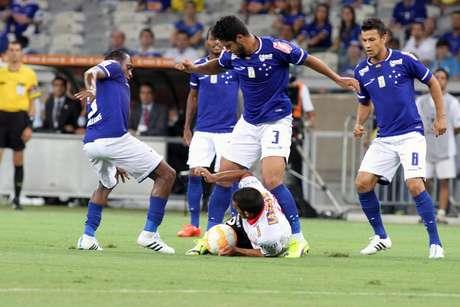 Cruzeiro decepciona torcida e fica no 0x0 com o Huracán