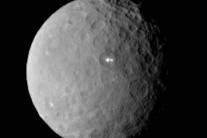 Misteriosos pontos de luz voltam a aparecer no planeta anão Ceres