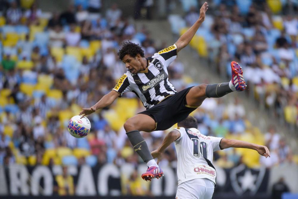 Vasco vence, reverte vantagem do Botafogo e levará taça com empate