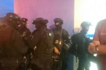 PMs e bandidos trocam tiros em agência bancária na Taquara
