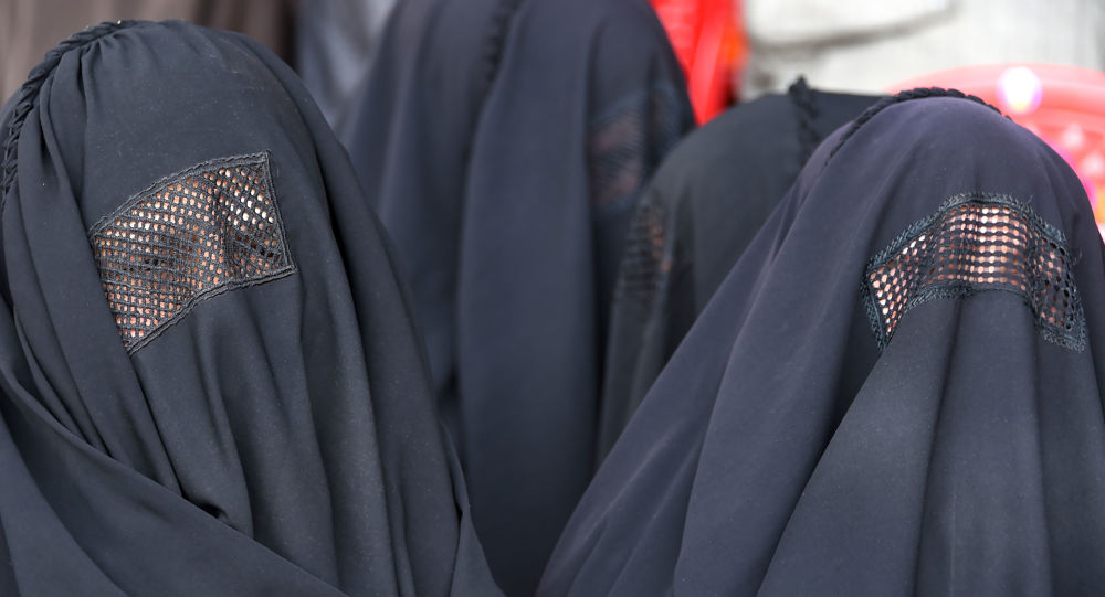 Indiano pede fim da burca e agita muçulmanos   Notibras